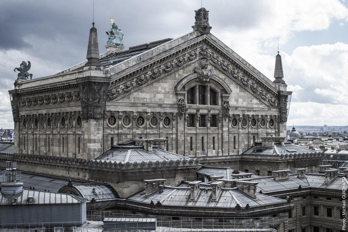 L'opéra Garnier, vue face nord, prise des terrasses des Galeries Lafayette Haussmann Photo réf : mgui20130508_1602 – format 80x120