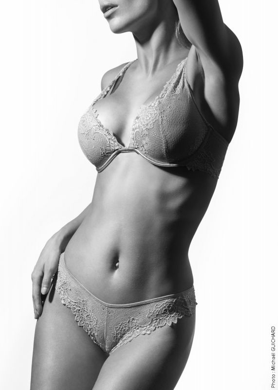 lingerie, photo studio noir et blanc